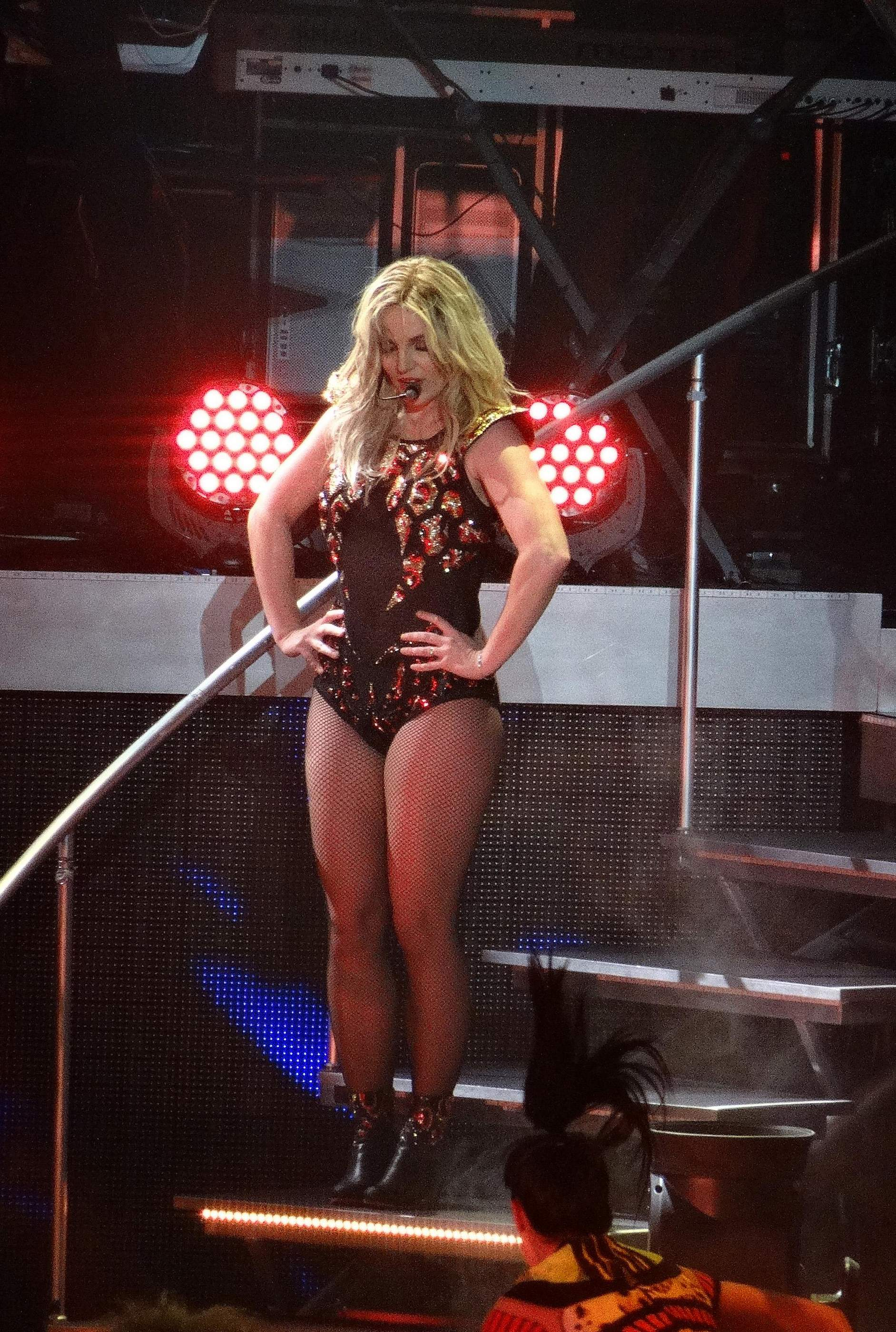 Britney_Spears_Piece_Of_Me_Concert122713