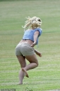 29764696-8436027-Britney_has_been_active_on_social_media_throughout_the_lockdown_-a-6_1592501983733.jpg